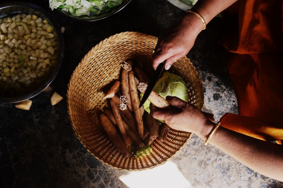 Cutting lotus stems for Singju salad